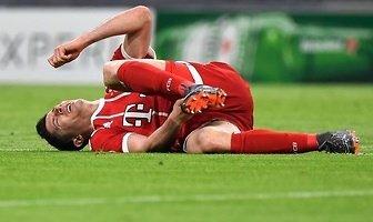 LM: obrońcy Sevilla FC nie mieli litości. Robert Lewandowski sponiewierany (galeria)