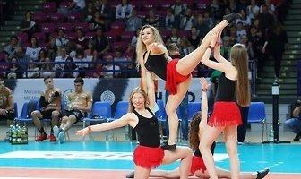 Bell Arto Cheerleaders podczas meczu siatkarzy w ONICO (galeria)