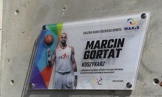 Marcin Gortat odsłonił tablicę w Łodzi. Koszykarz NBA wszedł do Galerii Sław w Atlas Arenie (galeria)