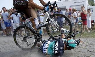 Tour de France: koszmarna kraksa Rafała Majki. Znalazł się pod kołami rywala (galeria)