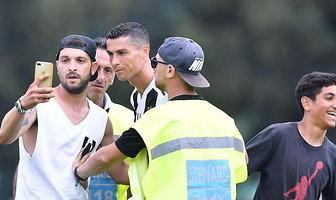Szaleństwo w Turynie! Kibice przerwali debiut Cristiano Ronaldo