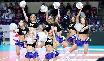 Bell Arto Cheerleaders Kozminski University podczas meczu siatkarzy w Warszawie (galeria)