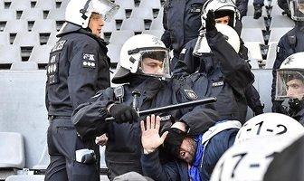 Bundesliga. Borussia - Schalke. Zamieszki na trybunach. Policja użyła pałek (galeria)