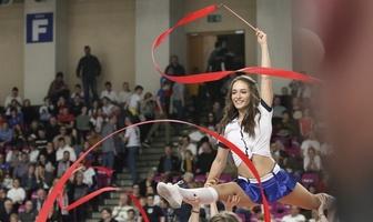 Pokaz Bell Arto Cheerleaders Kozmiński University na meczu PlusLigi (galeria)