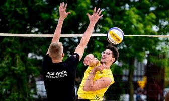 Plusliga: Trening zawodników PGE Skry Bełchatów na plaży (galeria)