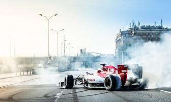 """F1. Robert Kubica na ulicach Warszawy. """"Cud nad Wisłą"""" [GALERIA]"""