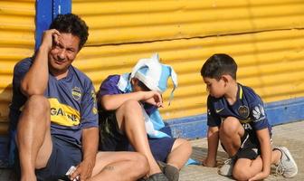 Argentyna płacze po śmierci Diego Maradony. Wzruszające obrazki z ulic Buenos Aires [GALERIA]