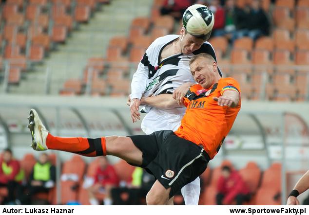 Kapitan Zagłębia w walce o piłkę