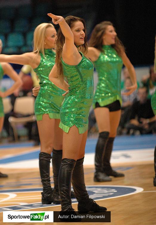 Cheerleaders podczas koszykarskiej niedzieli we Wrocławiu