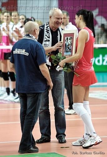 Wzruszający moment ostatniego meczu VIII kolejki OrlenLigi / fot. galeria.mks.dabrowa.pl
