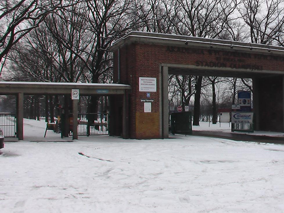 Stadion Olimpijski we Wrocławiu w zimowej scenerii