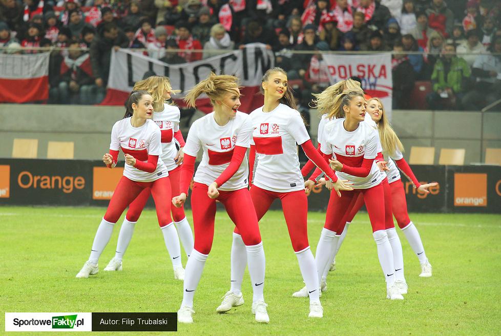 Cheerleaders Gdynia na meczu Polska - San Marino, część 2