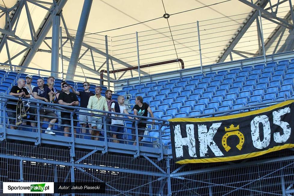Mała grupa kibiców Honka Espoo...