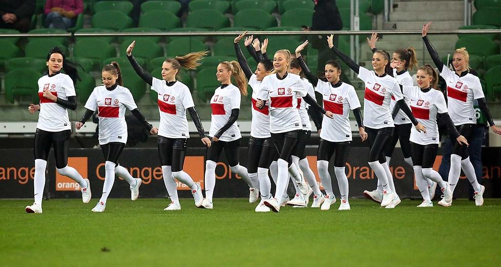 Cheerleaderki reprezentacji Polski podczas meczu Polska - Słowacja