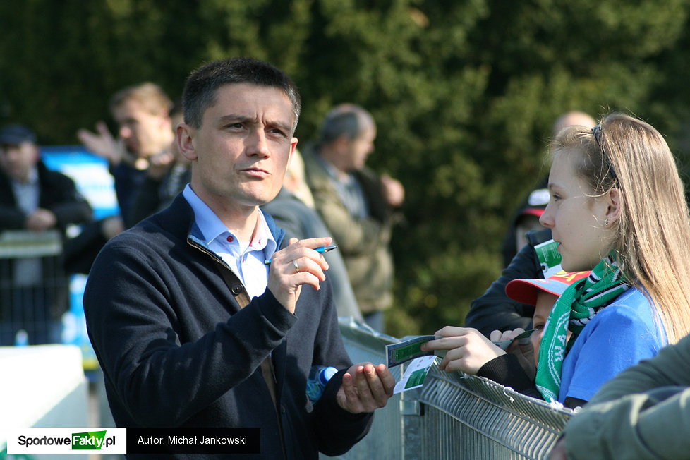 Mariusz Rumak rozdał sporo autografów....
