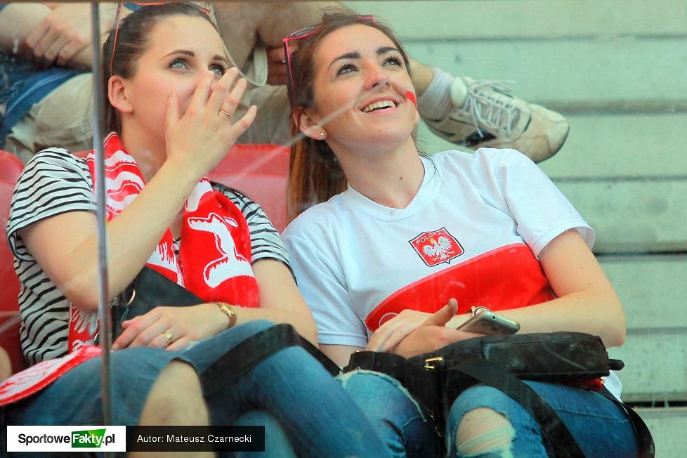 Piękne kibicki na Stadionie Narodowym podczas meczu Polska - Gruzja