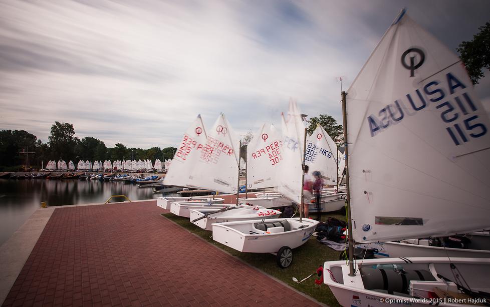 Trwają żeglarskie Mistrzostwa Świata Optimist w Dziwnowie. W regatach ...