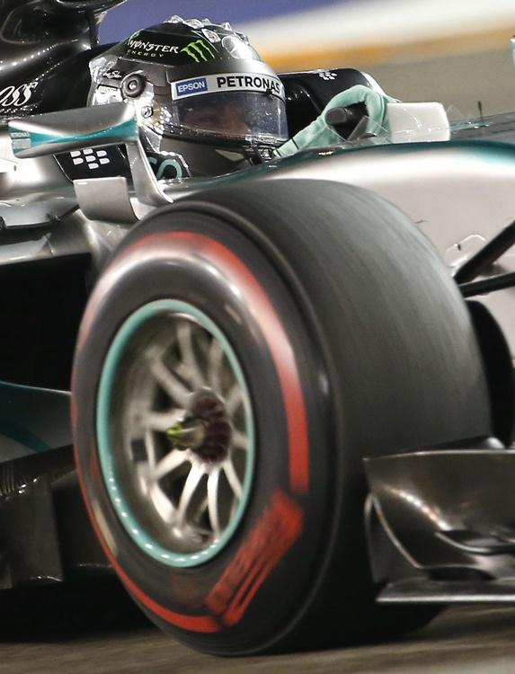 Vettel poskromił Mercedesa w Singapurze