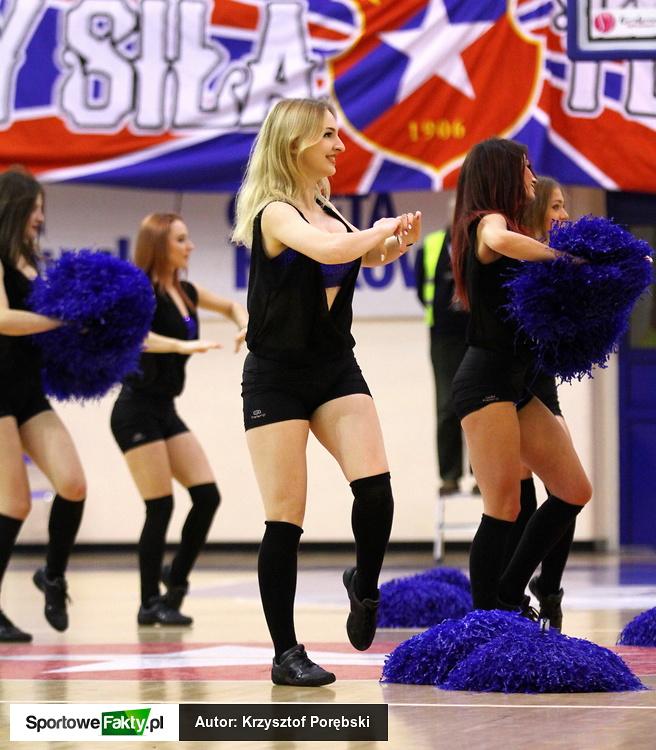 Cheerleaderki podczas meczu Wisła Can-Pack Kraków - Bourges Basket
