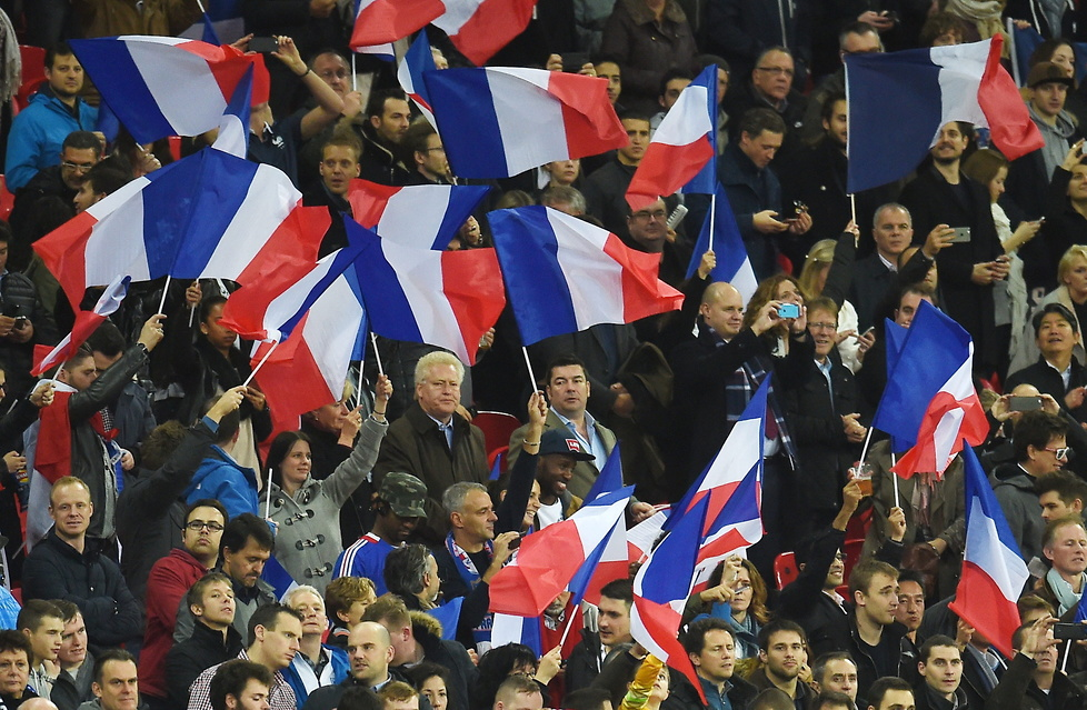 Tak Anglicy na Wembley uczcili pamięć ofiar w Paryżu