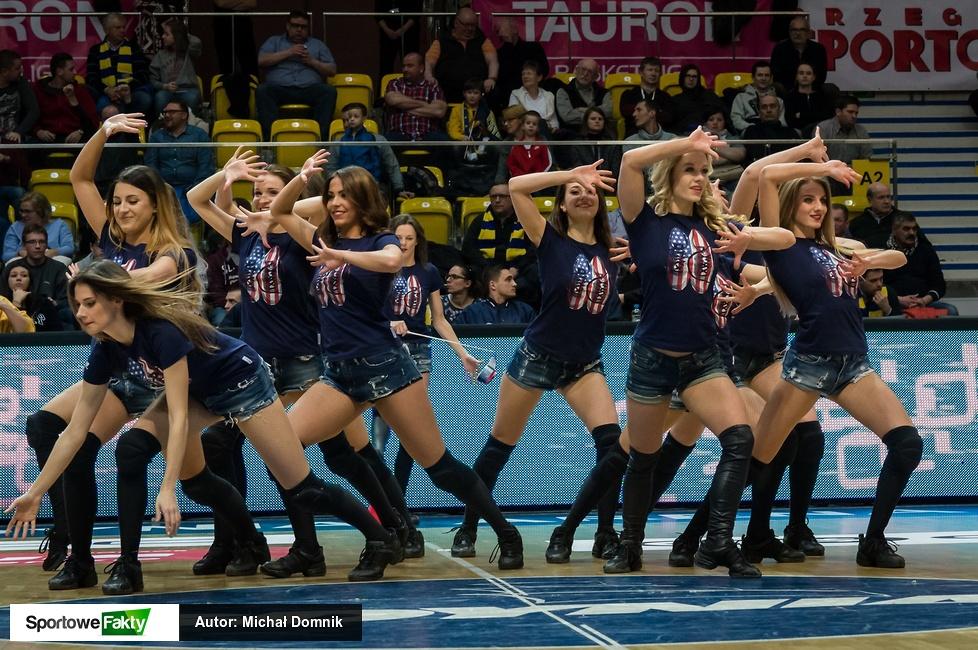 Występ Cheerleaders Gdynia podczas meczu Asseco Gdynia (galeria)