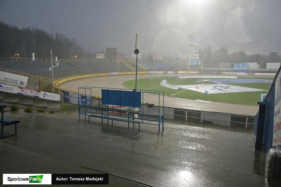 Potężna ulewa nad stadionem w Tarnowie (galeria)