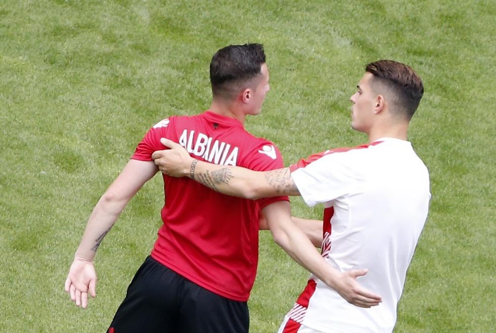 Bratobójcze starcie w meczu Albania - Szwajcaria (galeria)