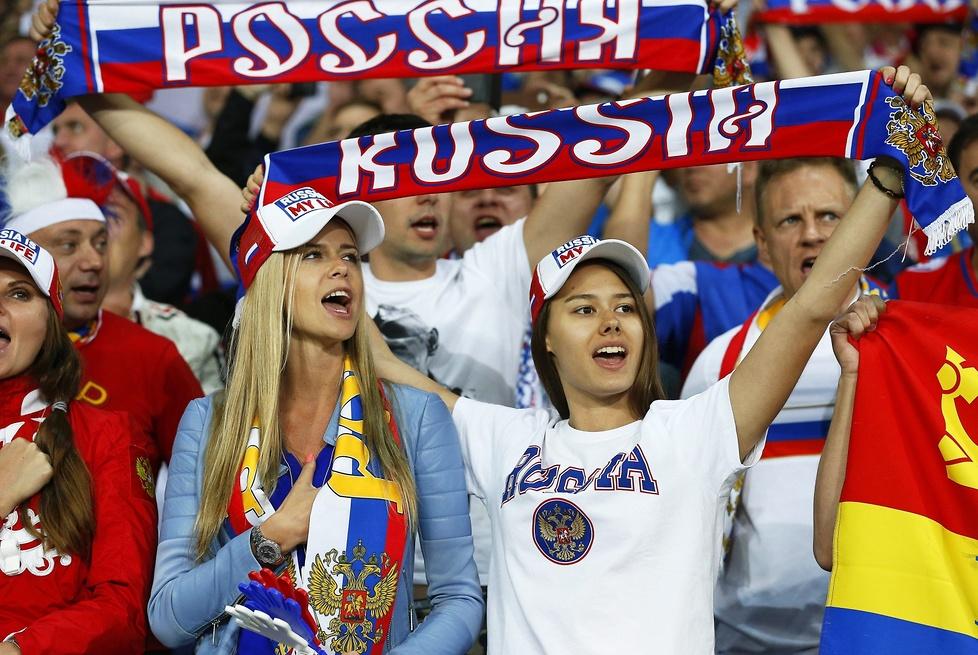 Słowiańska uroda nie ma sobie równych. Zobacz przepiękne fanki ze Słowacji i Rosji