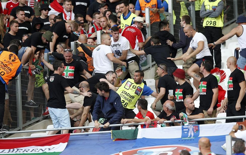 Euro 2016: walki kibiców na stadionie przed meczem Islandia - Węgry (galeria)