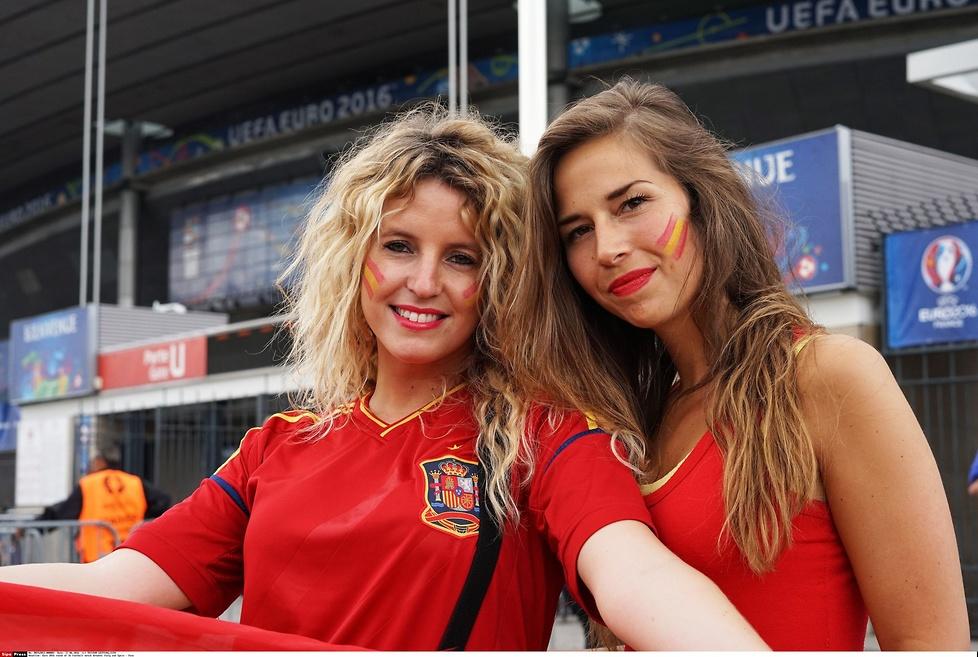 Hiszpanki kontra Włoszki. Pojedynek gorących fanek na Stade de France