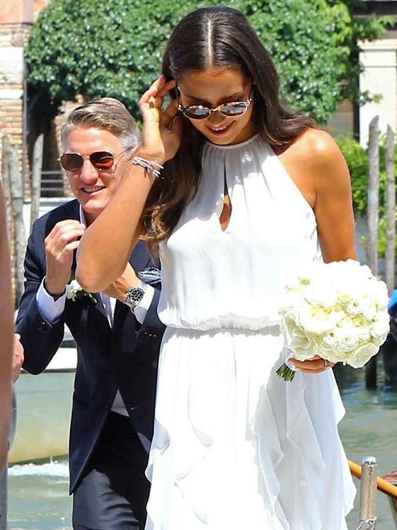 Ona cała w bieli, on bez krawata. Ivanović i Schweinsteiger już po ślubie!