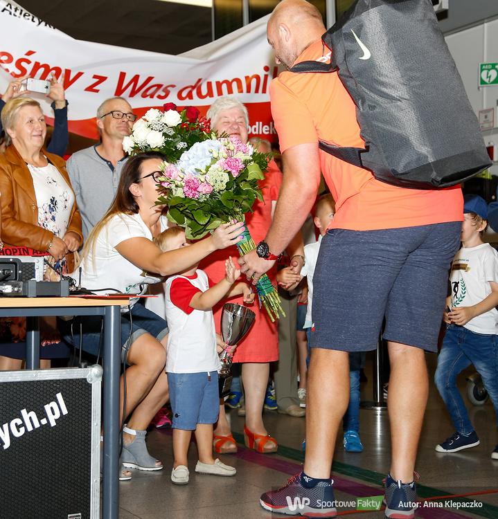 Piotr Małachowski, wicemistrz olimpijski, wrócił do Polski (galeria)