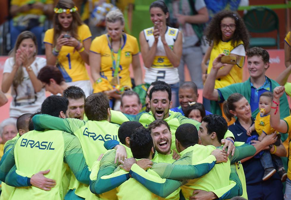 Dekoracja medalowa siatkarzy w Rio (galeria)