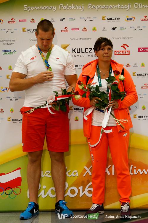 Wojciech Nowicki, brązowy medalista olimpijski, wrócił do Polski (galeria)