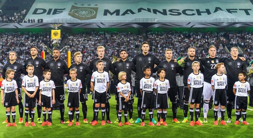 Wzruszające pożegnanie Schweinsteigera z reprezentacją Niemiec. Płakał jak bóbr