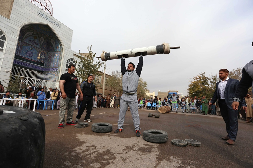 Idą w ślady Pudzianowskiego. Tak wyglądają zawody strongmanów w Afganistanie