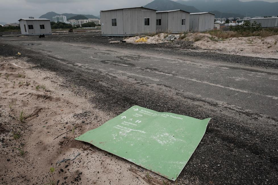 Brazylijczycy wyrzucili 19 mln dolarów w błoto. Zobacz zdjęcia zniszczonej areny olimpijskiej