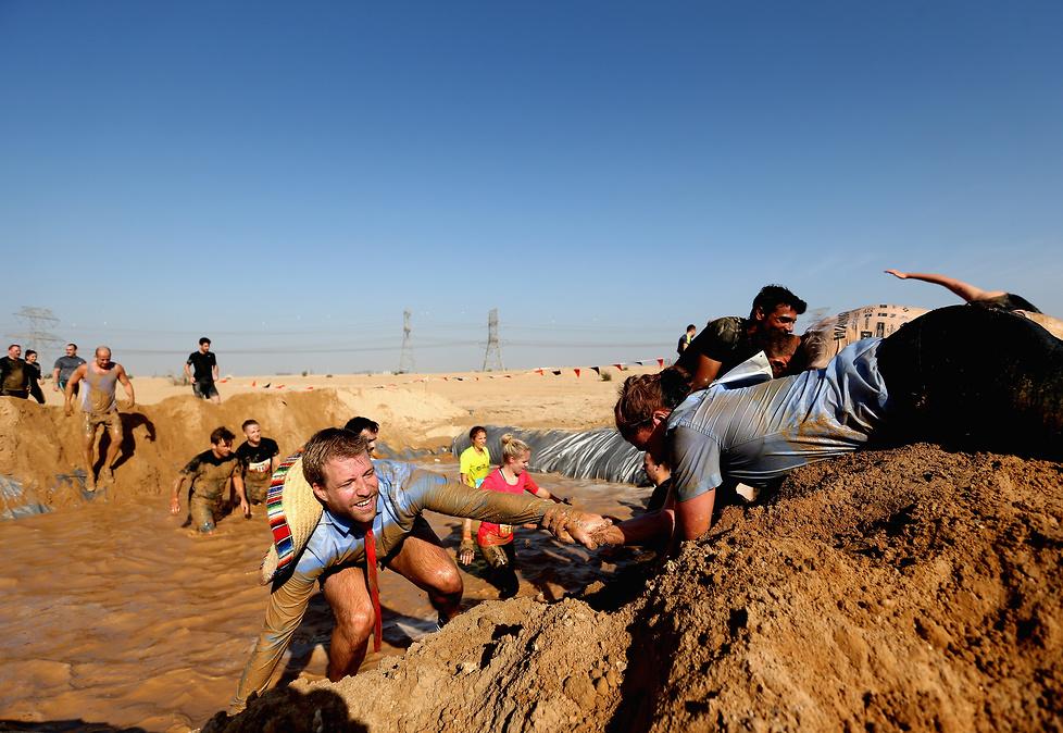 Było błoto, zasieki i morderczy bieg. Ekstremalna impreza w Dubaju