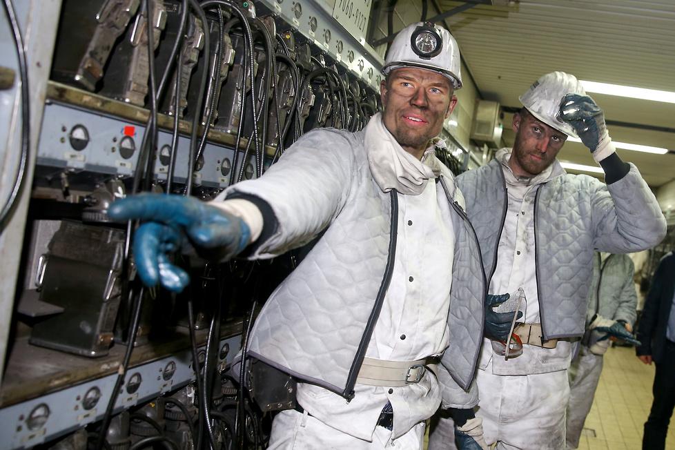 Teraz już wiedzą, jak ciężka jest praca górnika. Piłkarze Schalke zjechali do kopalni