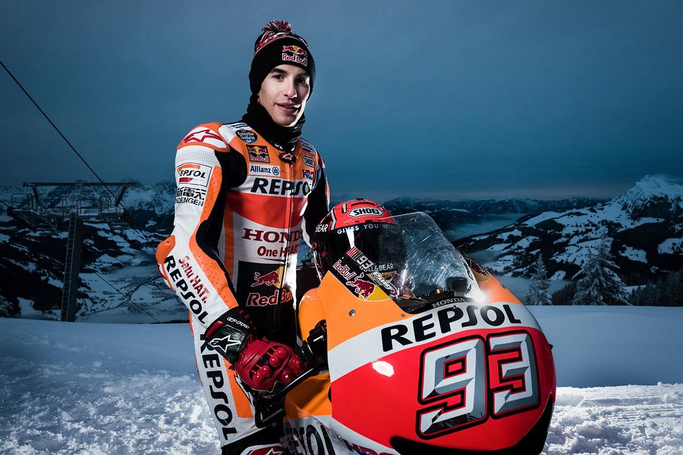 Motocykl MotoGP na stoku narciarskim (galeria)
