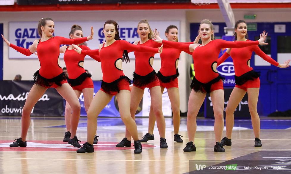 Trinity Cheerleaders podczas półfinałów Pucharu Polski koszykarek (galeria)