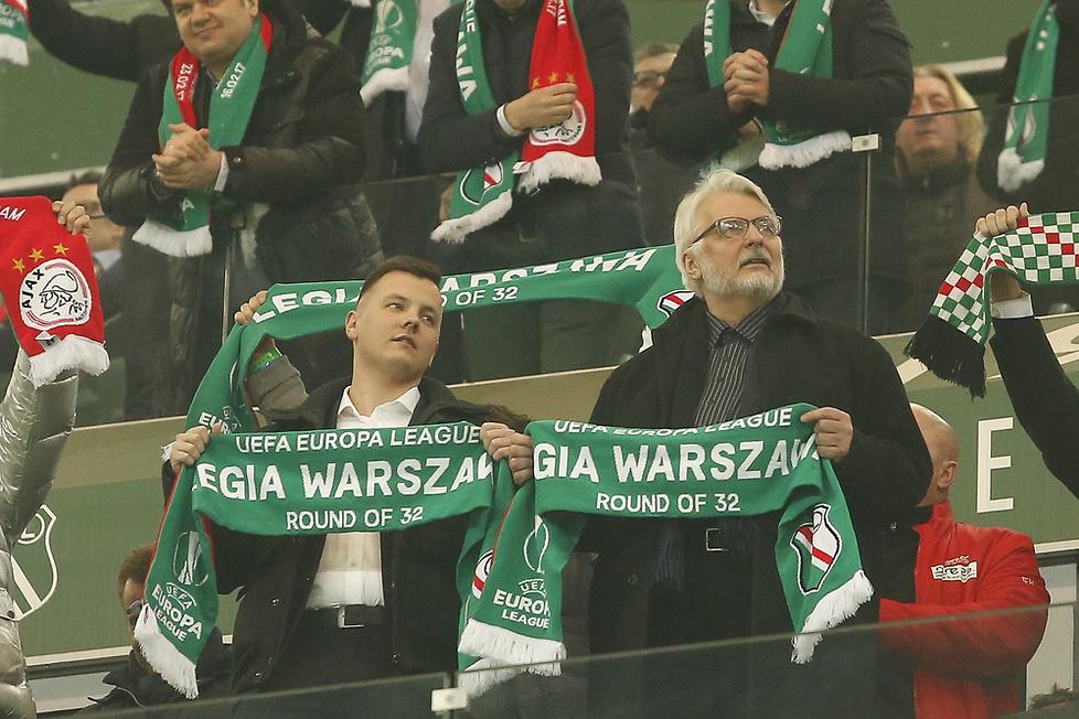 Waszczykowski, van der Sar, żona Rzeźniczaka. VIP-y na meczu Legia - Ajax
