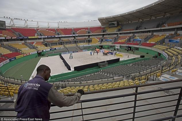 Kort tenisowy wykorzystano do turnieju siatkówki / fot. Silvia Izquierdo