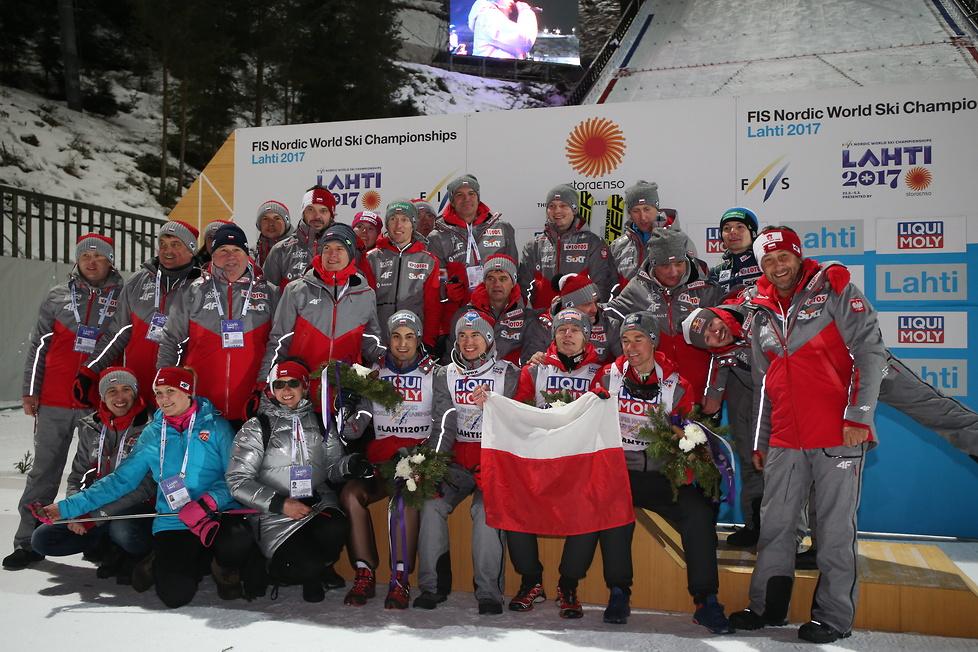 MŚ w Lahti: Polscy skoczkowie odebrali złote medale (galeria)