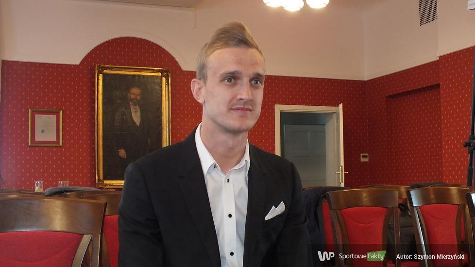 Obywatel Polski Jasmin Burić - bramkarz Lecha Poznań oficjalnie odebrał dokumenty (galeria)