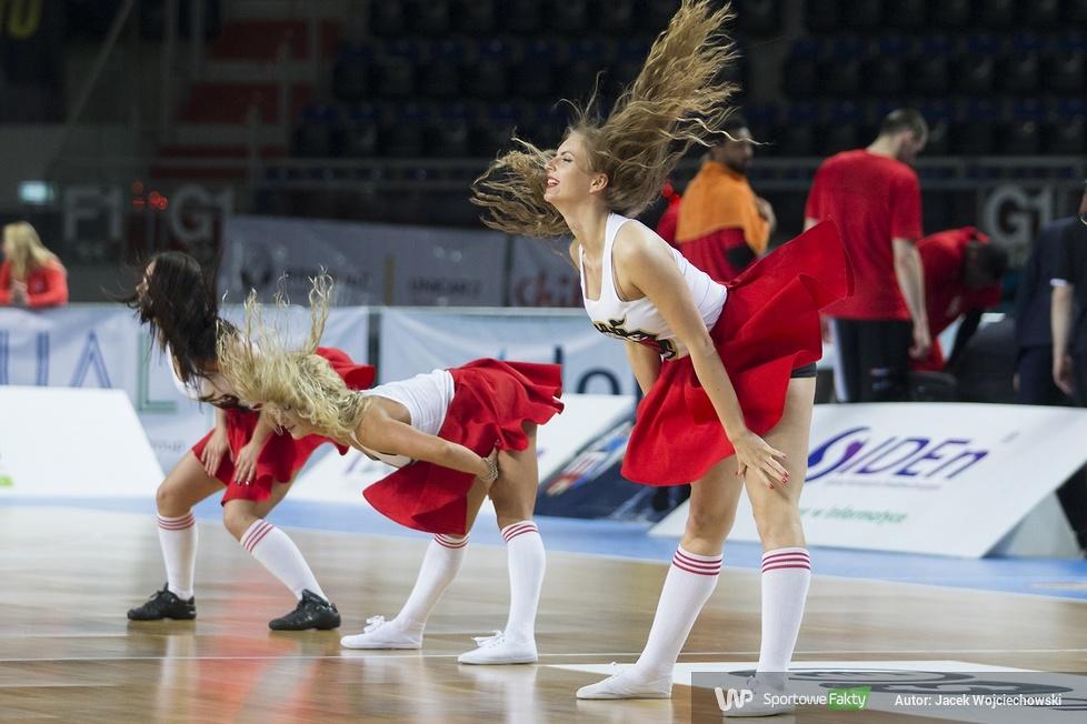 Cheerleaders Toruń podczas meczu Polski Cukier Toruń - MKS Dąbrowa Górnicza (galeria)