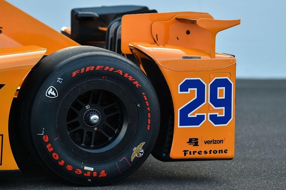 Fernando Alonso zapoznał się z bolidem Indy 500 (galeria)