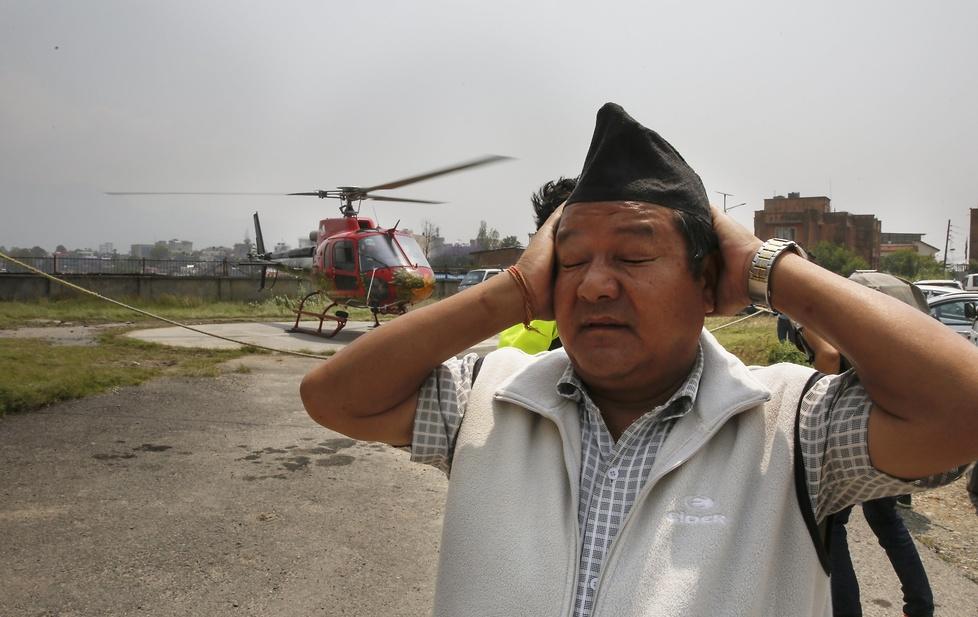 Śmigłowiec z ciałem Nepalczyka wylądował na szpitalnym lądowisku w Kat...