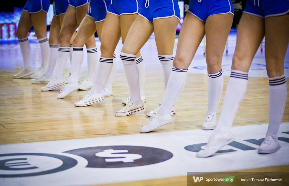 Cheerleaders Radom podczas trzeciego meczu play-off Rosy Radom z Polskim Cukrem Toruń (galeria)