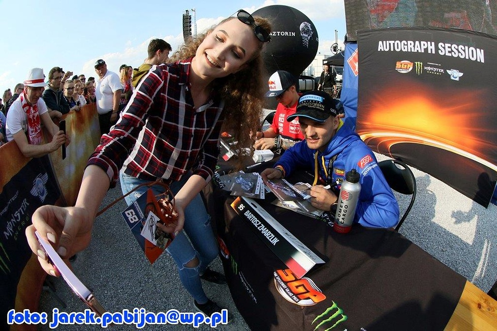Kibice i Monster Girls podczas LOTTO Warsaw FIM Speedway Grand Prix Polski (galeria)